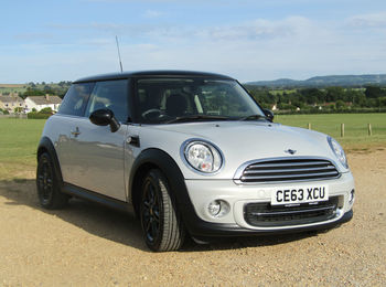 MINI COOPER 1.6 (SPORTS CHILI PACK AND MEDIA PACK)