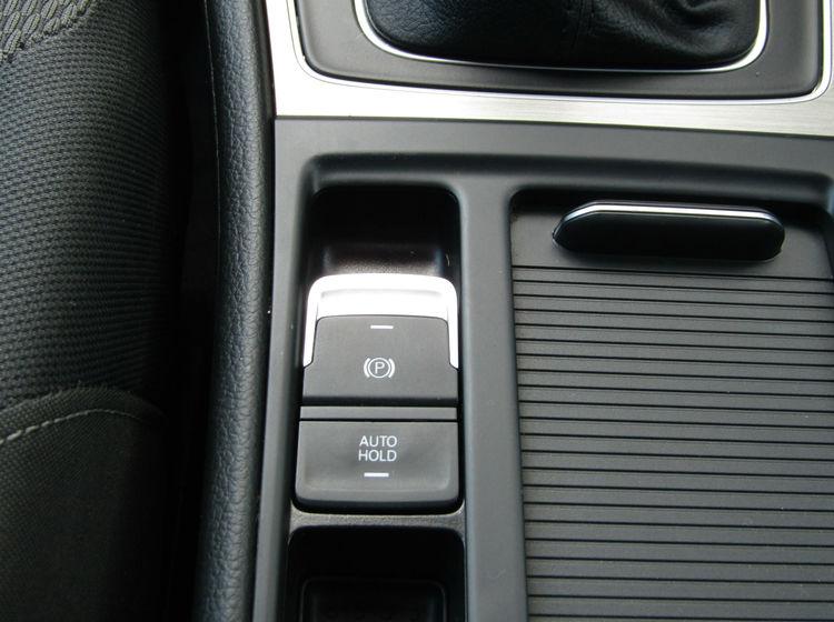 Image of VOLKSWAGEN GOLF 2.0 TDI SE BLUEMOTION TECH ESTATE, used cars available in Bradford Abbas, Sherborne, Dorset