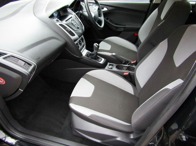 Image of FORD FOCUS 1.6 ZETEC ESTATE, used cars available in Bradford Abbas, Sherborne, Dorset